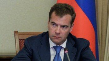 Медведев потребовал устранить лазейки для нарушений при сдаче ЕГЭ
