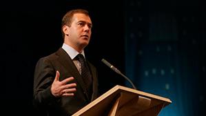 Медведев: вузы, выпускники которых не могут найти работу, надо закрыть