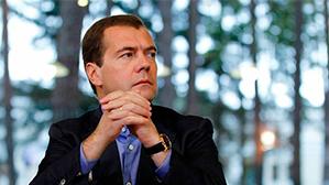 Медведев назвал зарплаты учителей приличными